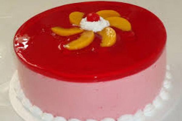 Receta de la torta helada con gelatina y mousse de fresas y duraznos enlatados
